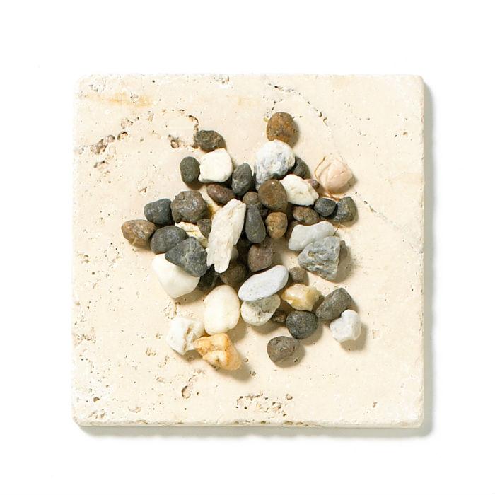 мульчирование почвы камнями и речным роком