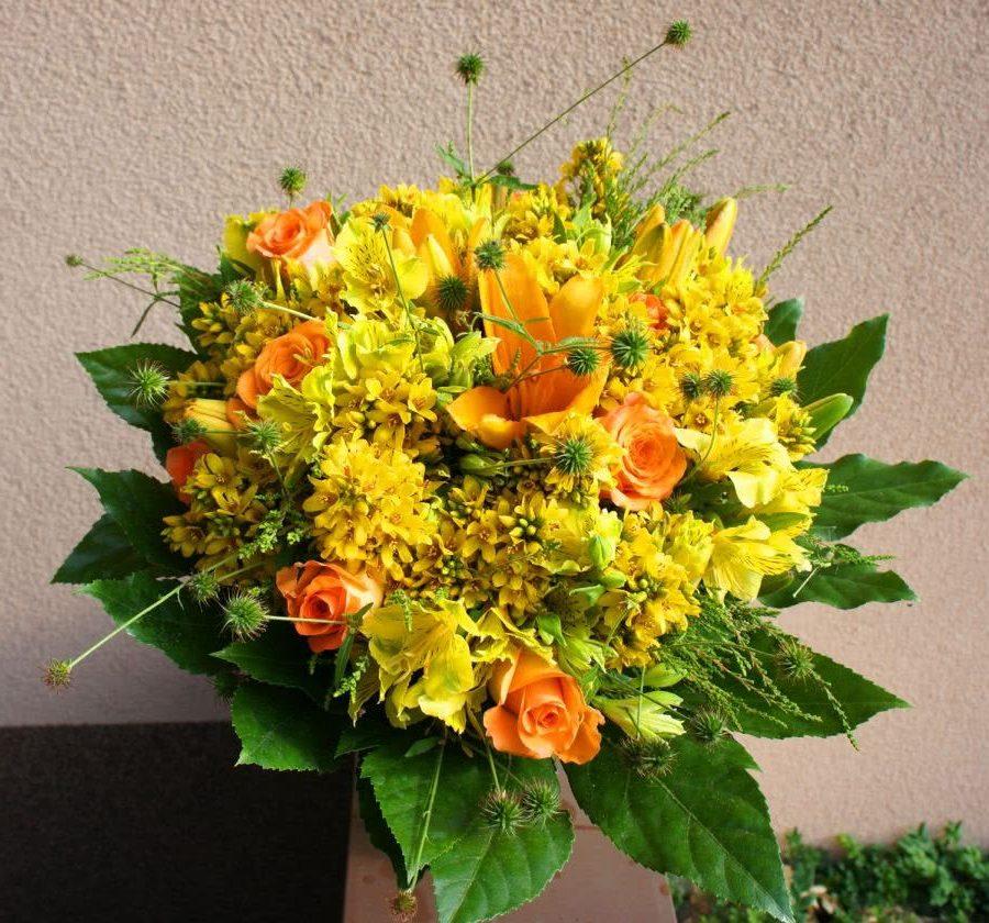 Желтый букет летних цветов